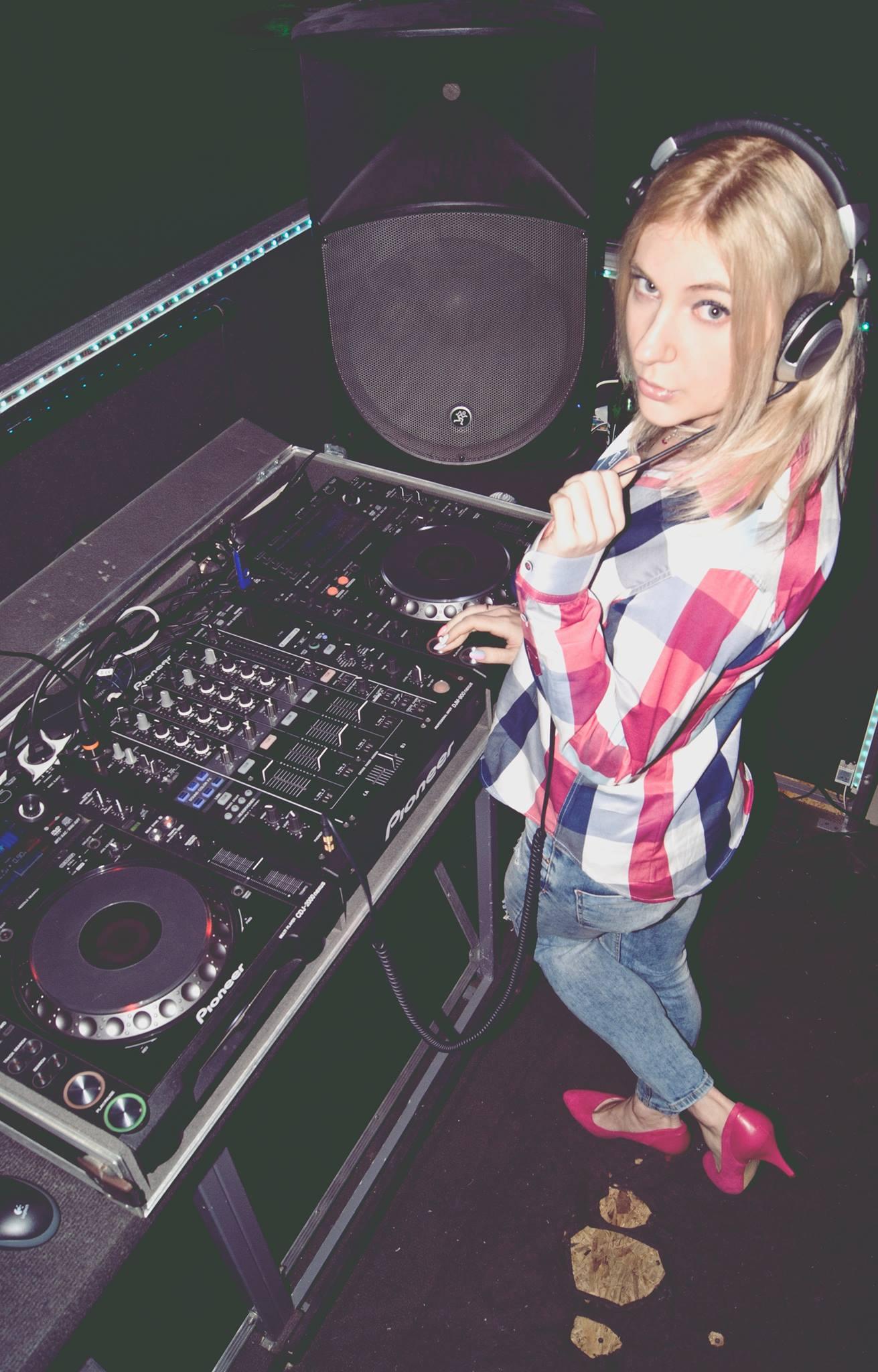 Polish Female DJ Mirjami in Escape Club
