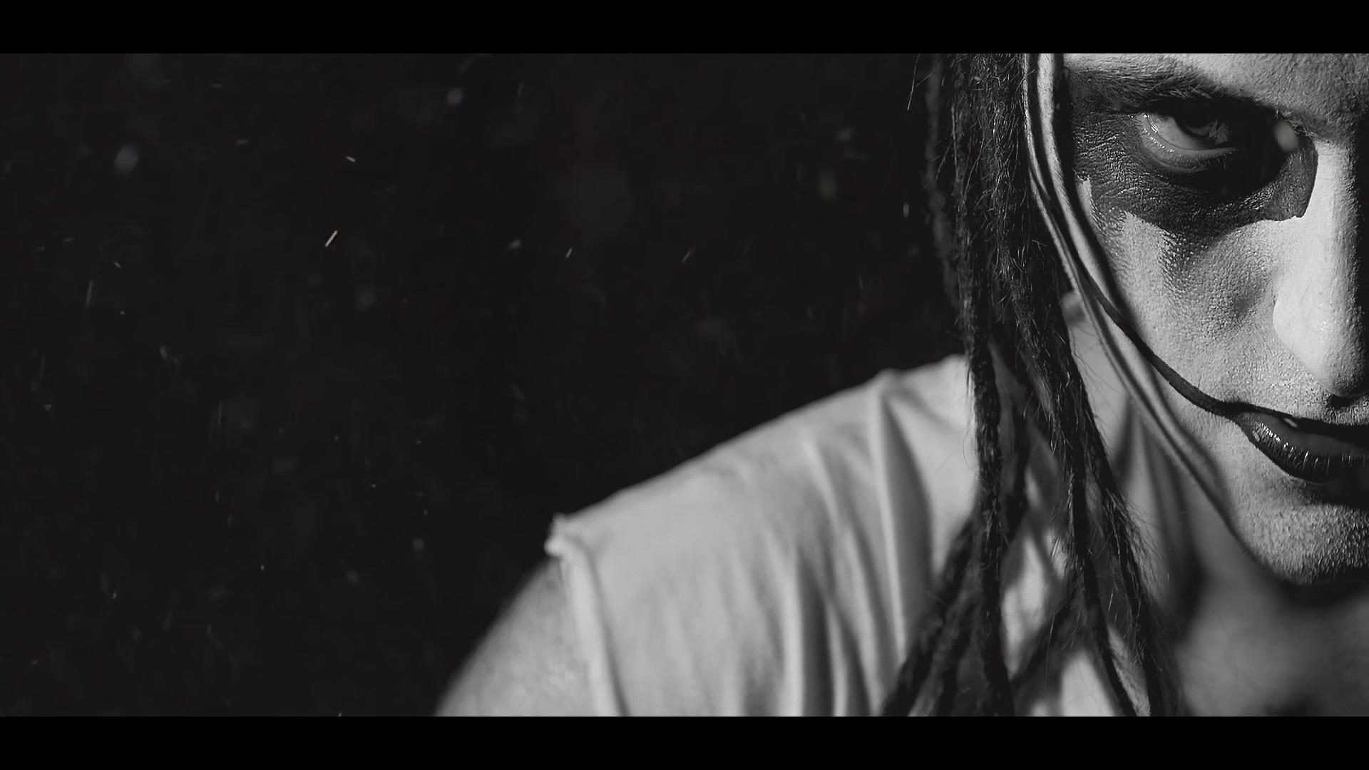 Kadr z klipu do utworu PRZESTRZEN
