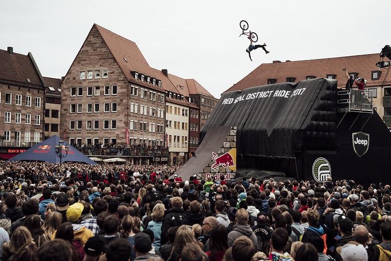 FMB World Tour w dirt jumpingu