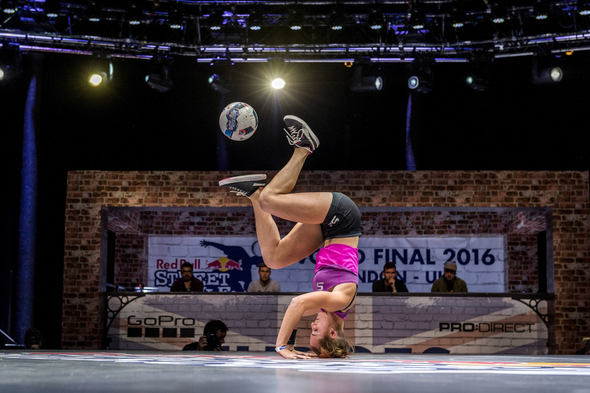 Melody Donchet podczas Red Bull Street Style w Londynie