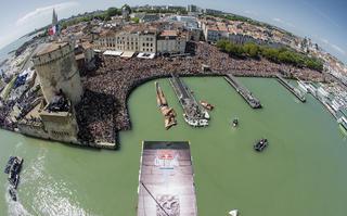Wygrana Gary'ego Hunta w Red Bull Cliff Diving we Francji