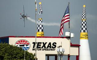 Red Bull AIR Race: Bonhomme wyprzedza Halla w upalnym Fort Worth