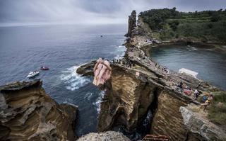Skoki do wody z wulkanicznych skał Portugalii już w ten weekend