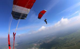 Jak skakać ze spadochronem samodzielnie?
